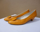 Size 8.5, 80s Sunshine Yellow Leather Button Decal Pumps
