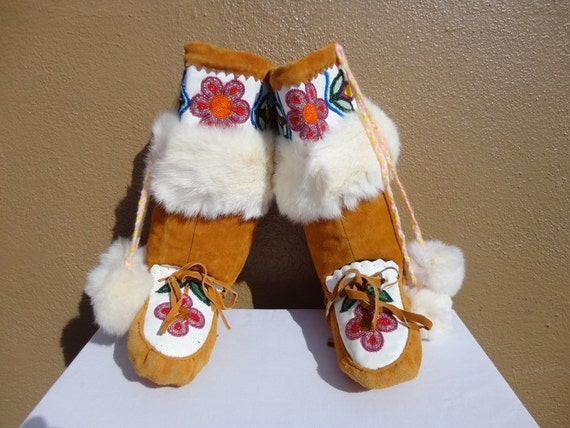 Size 8, Native American Genuine Leather Beaded Rabbit Fur Trim Mid-Calf Moccasin Boots