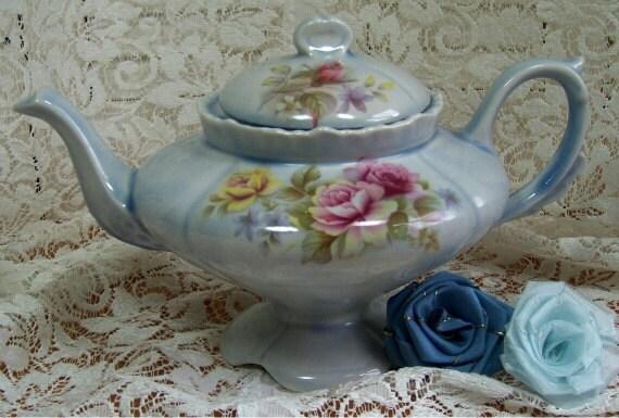 Tea pot - Unusual shape - Blue with Roses -  Loma PR 1951