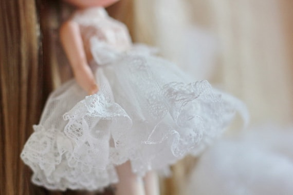 White petticoat for blythe dolls design by ChillyQi