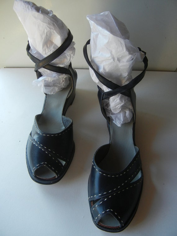 RESERVED Perfect navy blue 1940s DEADSTOCK peeptoe wedge sandals with criss cross ankle straps