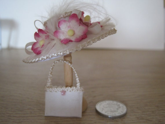 12th Scale (Dollshouse) Ladies Silk Hat and Bag in Cream and Pink