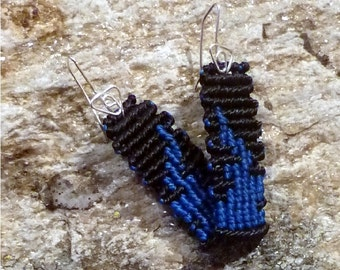 Macrame earrings black and blue