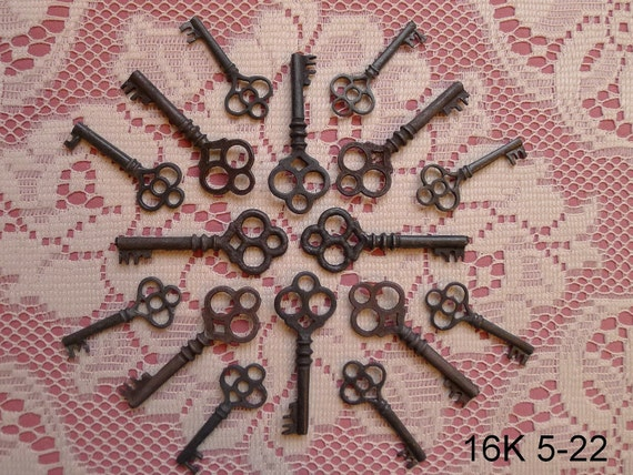 16 Skeleton Key Replicas Charms   Oxidized zinc keys (Save The Date)