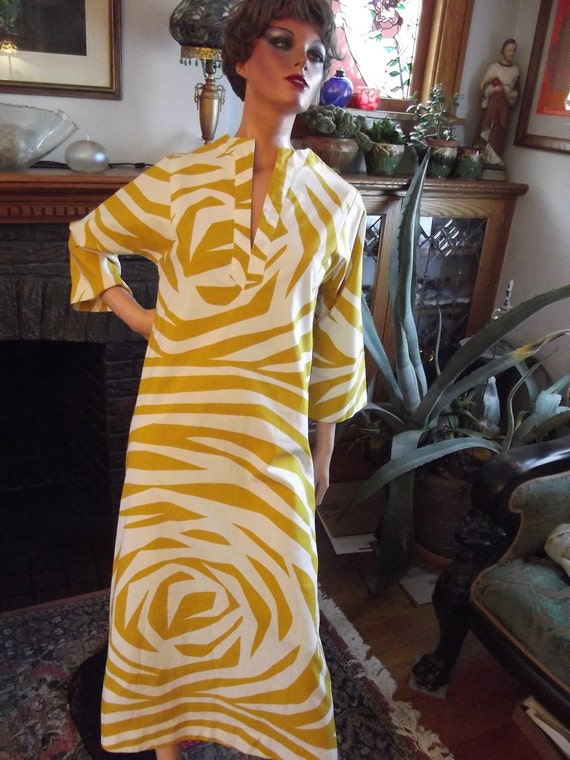 Vintage Dress Hand Printed in Finland. Designer Finne Fashions by Stampe.  100% Cotton Size 8. Mod to the Max
