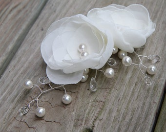 Bridal Hair Comb - Swarovski Crystal - Swarovski Pearls  - Light Ivory Bridal Flowers  - Bridal Hair Accessory -  Wedding Headpiece