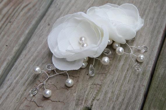 Bridal Hair Comb - Swarovski Crystal - Swarovski Pearls  - Light Ivory Bridal Flowers  - Bridal Hair Accessory -  Wedding Headpiece