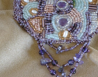 Barrette bead embroidered with pearls and ameythst