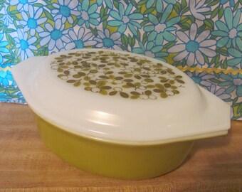 Pyrex Verde 1.5 Quart Casserole Olive Embellished Lid
