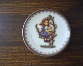 HUMMEL PLATE 1976 mini Reproduction Goebel, 3 inch