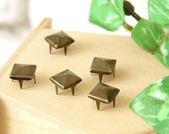20% Off Clearance SALE: 5mm 100pcs Brass pyramid studs ( 4 legs ) / HIGH Quality - Fikashop