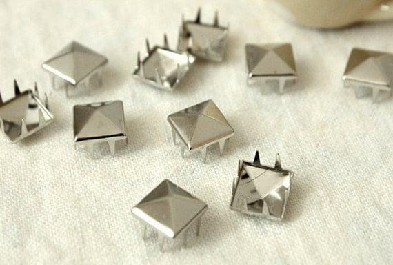 10% Off Clearance SALE: 10mm 50pcs Silver pyramid studs ( 8 legs ) / HIGH Quality -  Fikashop