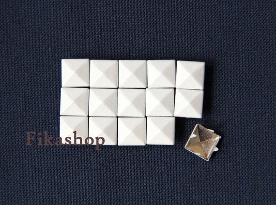 10% Off Clearance SALE: 5mm 50pcs White polished pyramid studs (4 legs) / HIGH Quality - Fikashop