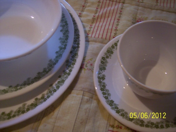 Vintage Corelle Crazy Daisy Pattern Setting for Four- 20 Pieces