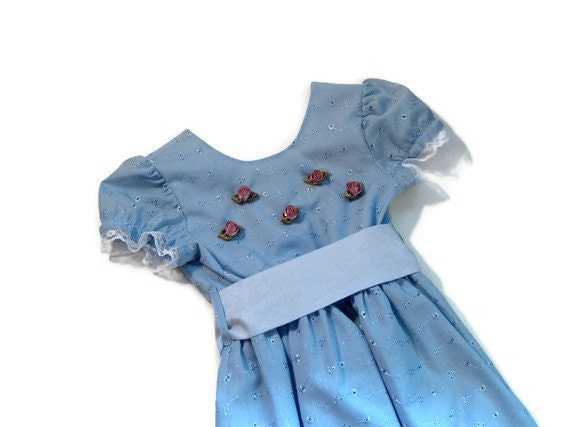 Summer Clothing Flower Girl Children's Boutique Dress Blue Eyelet Dress Size 5 with Light Blue Sash and Pink Ribbon Roses