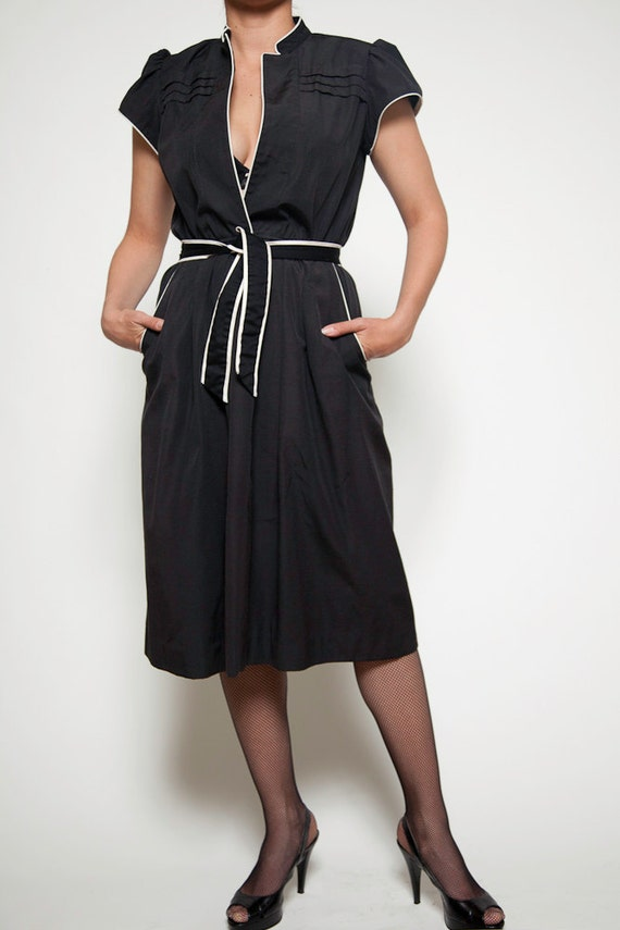 shirt dress short sleeves, black  with cream piping, elastic waist, cloth belt