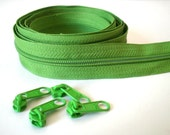 6 yards Green No 5 Zipper by the yard with 12 sliders/pulls