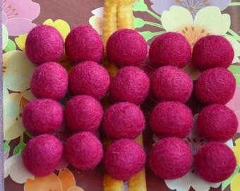 20pcs Fuchsia Wool Felt Balls (1cm)