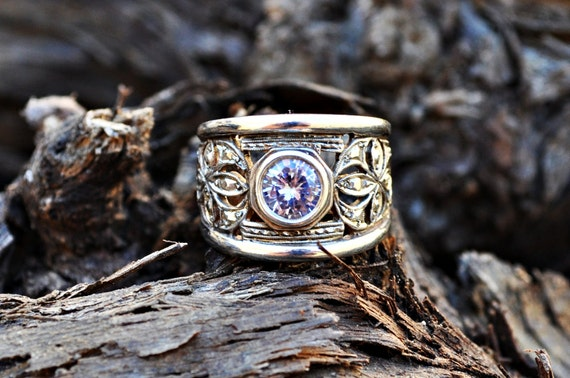 Sterling Silver filligree ring with lilac stone