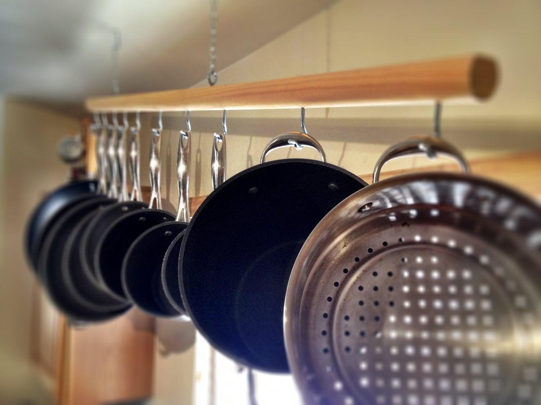 chic hanging wooden pot rack for 10 piece pot and pan by pkenjora. Black Bedroom Furniture Sets. Home Design Ideas