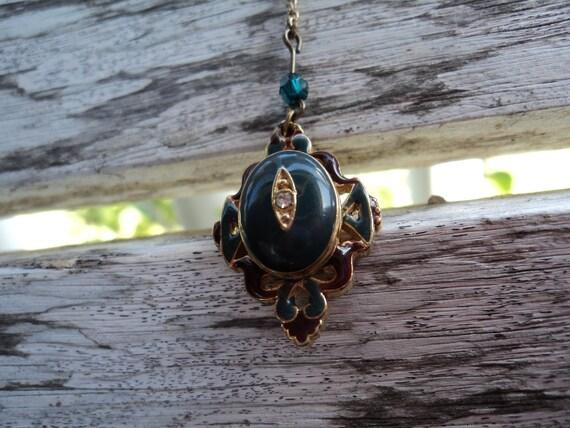 Retro Vintage Green Enamel Locket Necklace with rhinestone