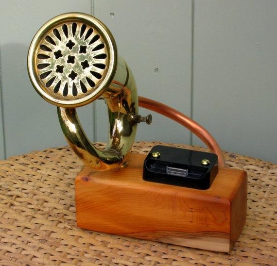 iPhone 4/4s Vintage Car Horn Passive Amplifier & Docking Station