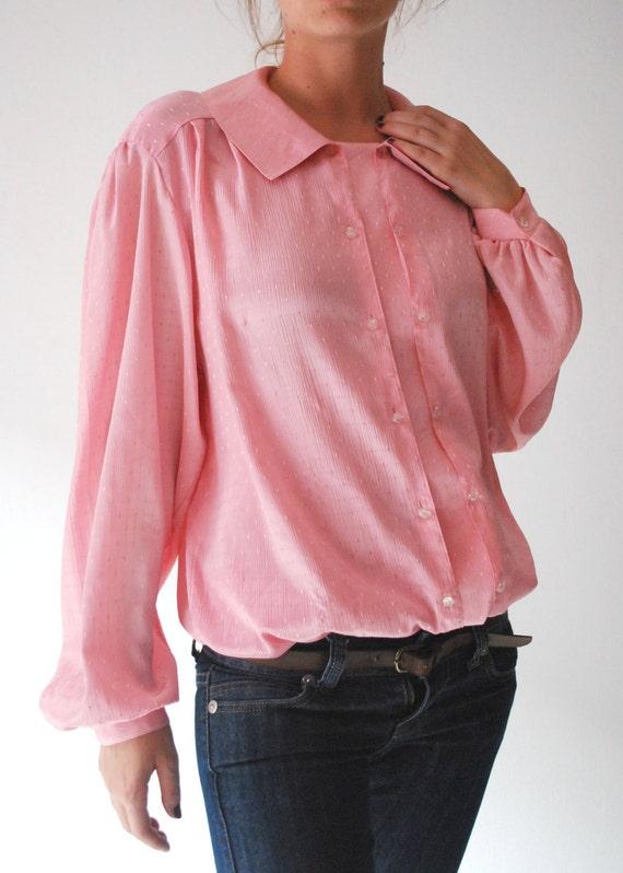 15 DOLLAR SALE Vintage pink blouse peach  shiney women adjustable size medium large