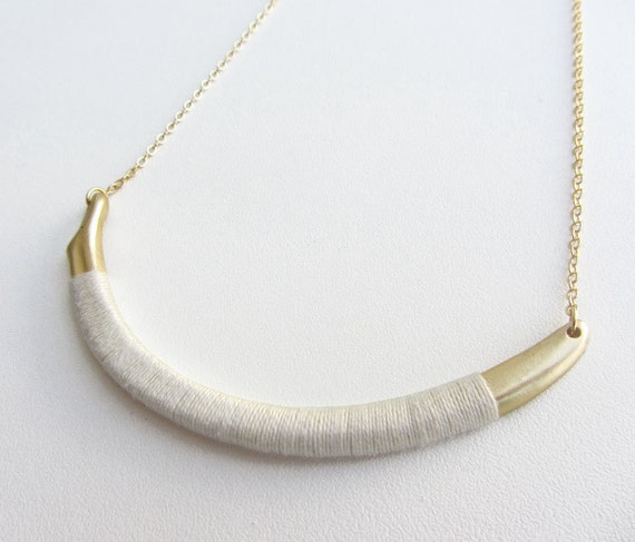 White thread metal Choker necklace. Gold plated chain.