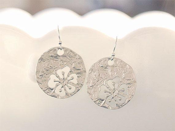 Hibiscus Disc Earring - Hawaiian Earrings - Silver Disc Earrings on 925 Sterling Earwires - Flower Earrings