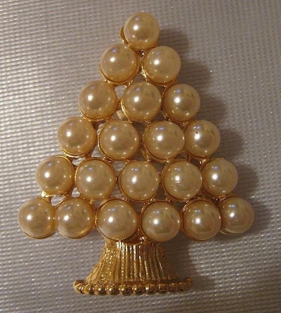 Vintage PEARLS Christmas Tree Brooch Pin Mid Century Goldtone Signed