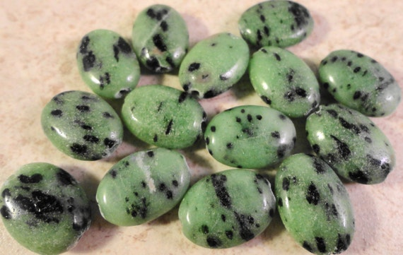 Ruby Zoisite Gemstone Beads 14x10x5mm Flat Oval Natural Green Semiprecious Stone Beads on a 7 1/4 Inch Strand with 14 Beads