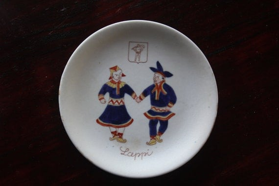 National costume series wall plate by Arabia Finland