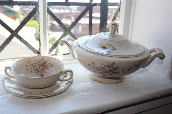 Lovely 6 Piece Antique Soup for two- set. Arabia Finland, Maire pattern