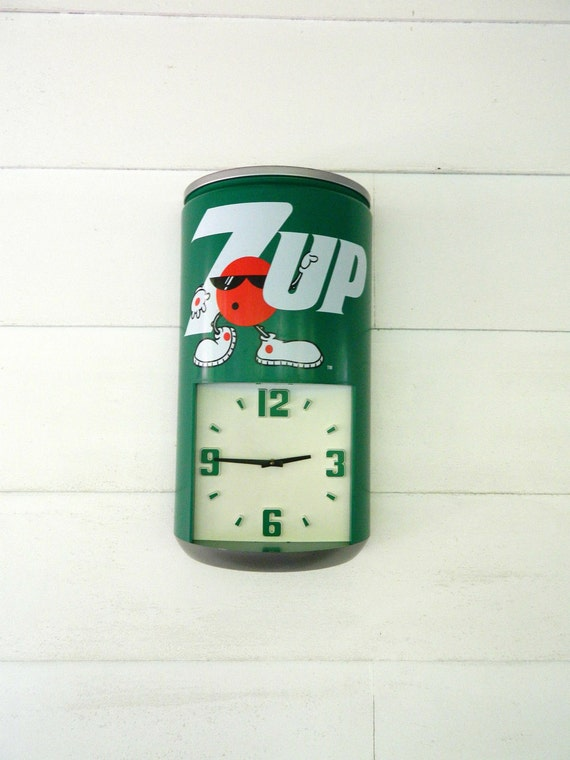 Vintage 7-Up Soda Can Clock Plastic