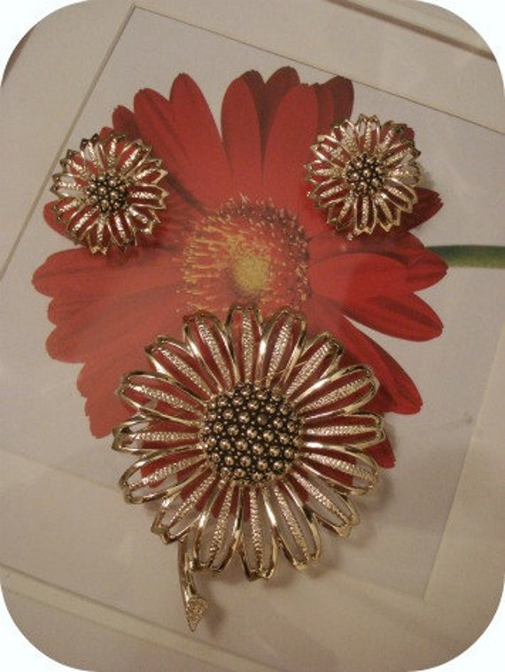 reserve for amy...Signed SARAH COVENTRY -Vintage 3PC.Silver -tone Sunflower Earring & Brooch Set