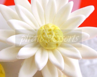 White Daisy Sugar Flower - Fondant made Candy flower toppers (6cm) Edible cake decorations (4pieces)