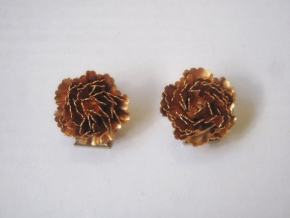 Vintage flower earrings, gold plate, clip on earrings