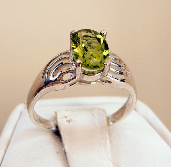 1.30 ct. Peridot Sterling Silver Ring Size 6 3/4 Oval Cut