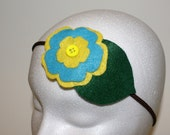 Flower and leaf headband with a button in yellow and blue, felt, for woman or girl, elastic ribbon