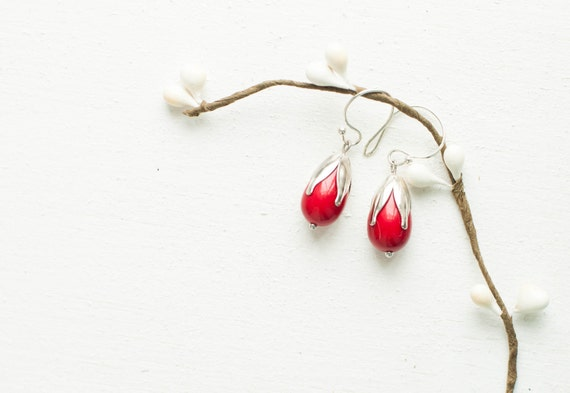 Red flower earrings - floral - round ware