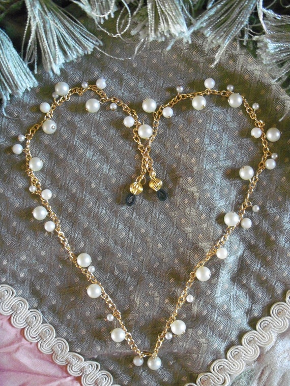 EYEGLASS HOLDER, Eye Glass Chain, Gold Plated Chain, Pearls