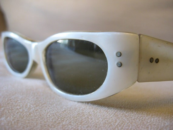 Cateye sunglasses eyeglasses vintage 1950's or 1960's White with metal details at temples