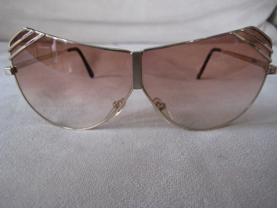 Giani unique Gold sunglasses with peach fade lenses with metal detailing corner of each eye Classic 1980's
