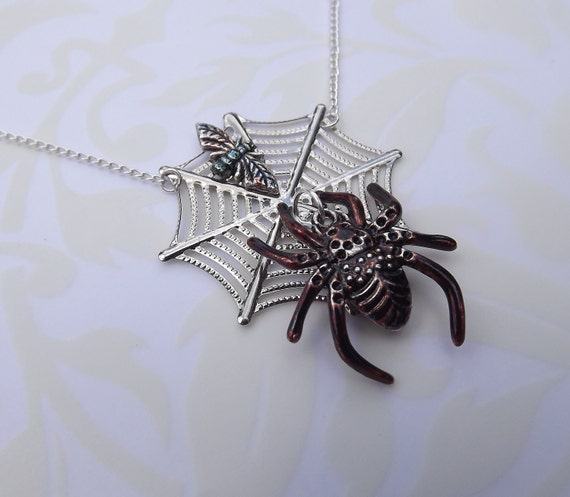 Halloween Spider Necklace -  Spider Web Necklace -  Gothic Necklace -  Spider Appears to Move When You Move