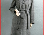 1960s grey tweed wool vintage coat - Flattering cut - Classic style - Great condition - Ladies size medium or large