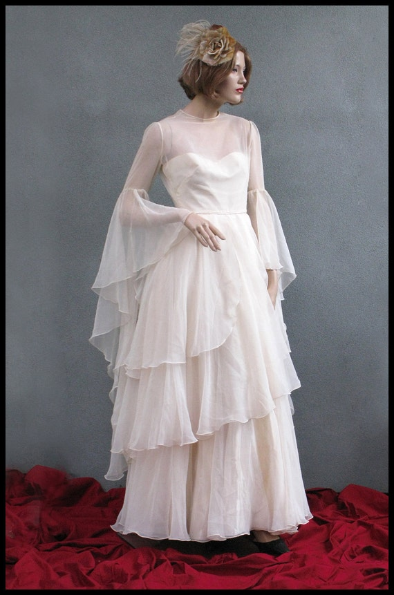Early 1970s Wedding Dress - Custom made - Layers of cream chiffon - Separate petticoat included - Size XS