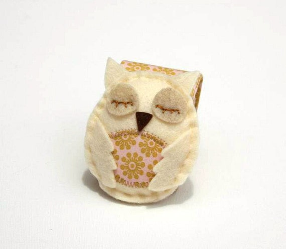 white owl Pincushion Felt Owl  Wrist Pin cushion  Woodland Neutral Natural colors rusteam collectable owls beige cream ivory