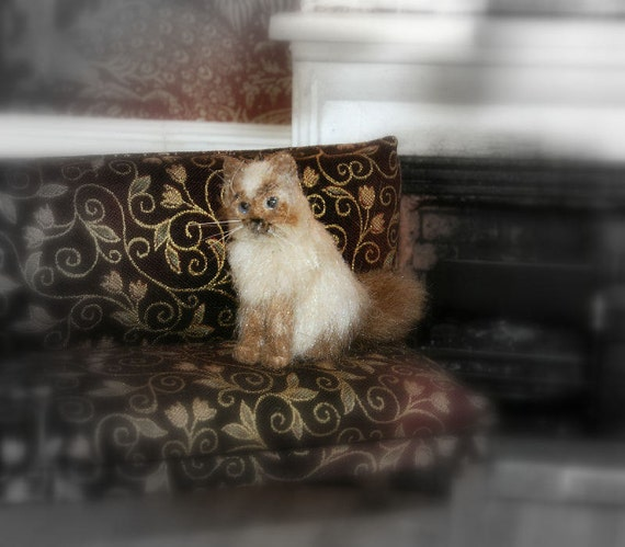 Miniature persian cat 1:12th scale for dolls house furred