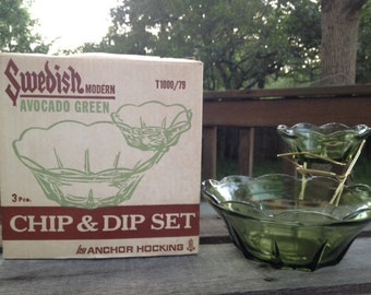 Vintage Anchor Hocking Chip & Dip Set (2 bowls) - in avocado green, with original box, neat retro kitchen item
