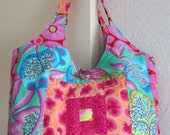 Elegant handbag, in a merry-go-round patchwork, made with the colourful fabrics of Kaffe Fassett.